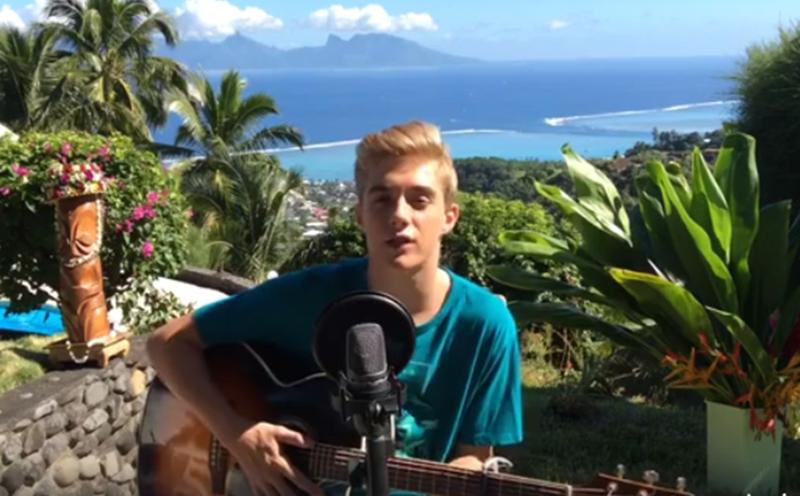 Photo de Ugo jeune chanteur guitariste tahitien