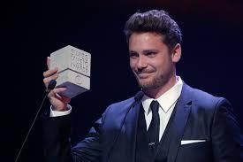Bastien Baker assurera les commentaires sur la RTS lors de la grande finale à Tel Aviv ! + Bonus spécial Luca Hänni