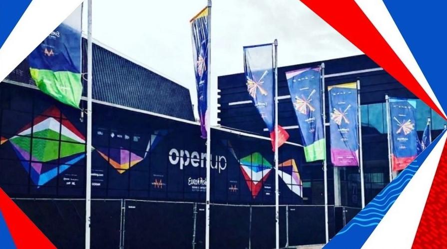 Rotterdam 2021 : installation des éléments suspendus dans l'Ahoy